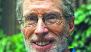 Corey Rosen założyciel Narodowego Centrum Badań nad Akcjonariatem Pracowniczym (National Center for Employee Ownership). NCEO utworzył w 1981 r., po pięciu latach pracy w zespole prawnym amerykańskiego Senatu, gdzie opracowywał regulacje dotyczące akcjonariatu pracowniczego. Badaniom firm sięgającym po to rozwiązanie poświęcił większość zawodowego życia. Wykłada również na Uniwersytecie Rutgersa
