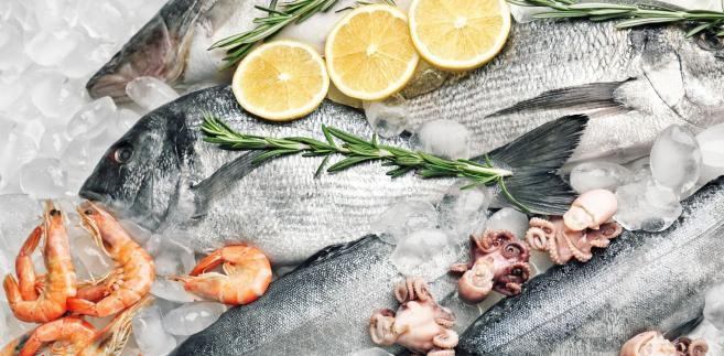 Najważniejsze nieprawidłowości wykryte podczas kontroli to - według UOKiK - zamiana składników, (np. filet soli zastąpiono filetem z limandy żółtopłetwej, kebab zawierał mięso wołowe i drobiowe, a nie jak deklarowano baraninę), wydawanie za małych porcji