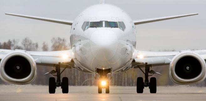 Podatek u źródła nie będzie pobierany od przychodów zagranicznych przedsiębiorstw żeglugi powietrznej uzyskiwanych z lotniczego rozkładowego przewozu pasażerskiego, z którego skorzystanie wymaga posiadania biletu lotniczego przez pasażera