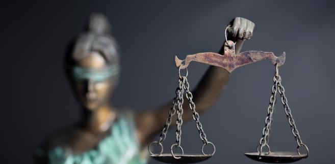 Prawo do świadczenia rodzinnego mają osoby bliskie po śmierci sędziego, jeżeli miałyby prawo do renty rodzinnej z Funduszu Ubezpieczeń Społecznych
