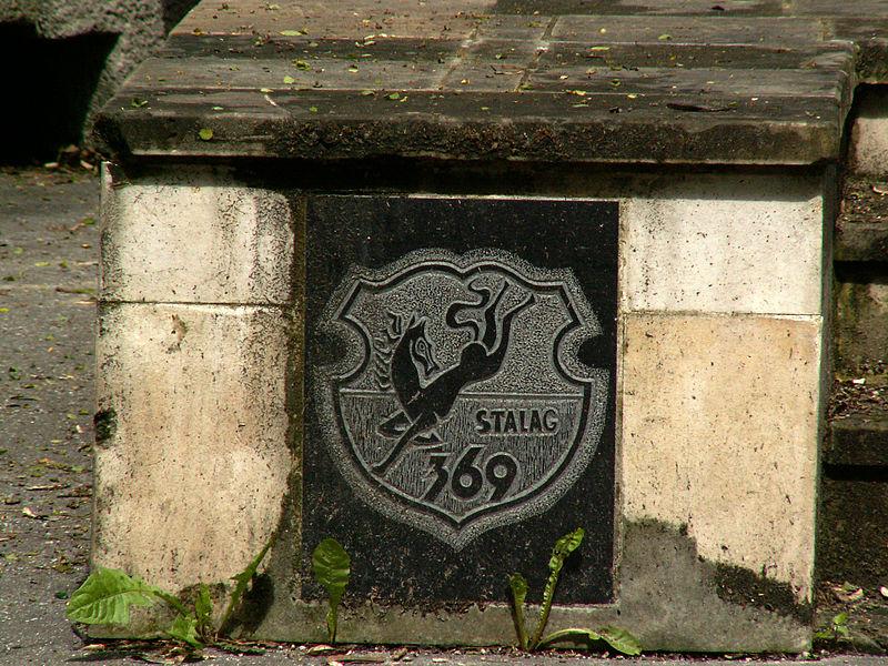 Logo obozu na pomniku Stalagu 369 w Krakowie, fot. Zygmunt Put / CC-BY-SA