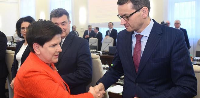 Według doniesień medialnych premier Beatę Szydło miałby zastąpić wicepremier Mateusz Morawiecki