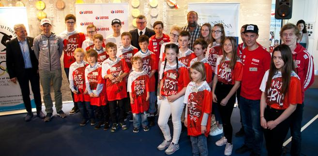 Artur Siódmiak piłkarz ręczny, reprezentant Polski, uczestnik igrzysk olimpijskich, wicemistrz świata z2007 r. ibrązowy medalista mistrzostw świata w2009 r.
