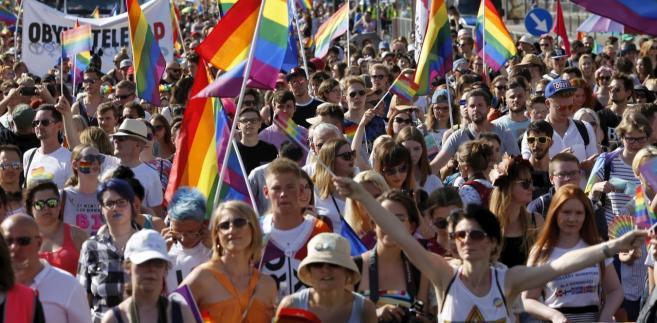 """Posłanka Nowoczesnej oceniła, że wypowiedzi nt. osób homoseksualnych, które padły w programie TVP Info są """"rażącym przykładem naruszenia standardów i ustawowych obowiązków TVP"""""""