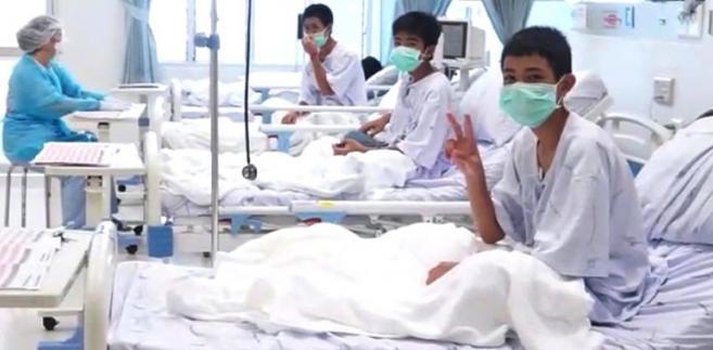 Chłopcy uratowani z jaskini w Tajlandii.