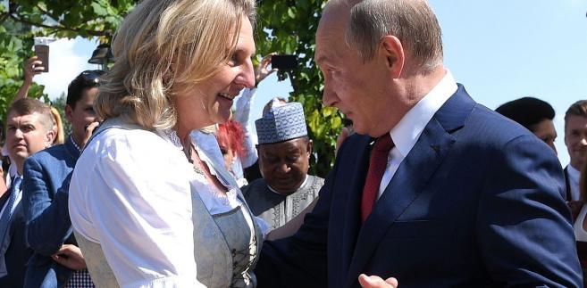 Taniec Putina i szefowej austriackiego MSZ
