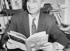 8. Autor książek dla dzieci Theodor Geisel zmarł w 1991 roku w wieku 87 lat. W 2011 roku zarobił 9 milionów dolarów.