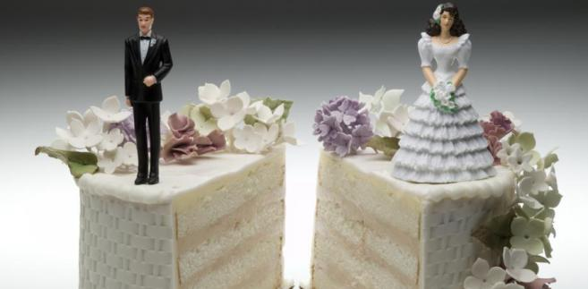 Na skutek separacji ustają też małżeńskie obowiązki wspólnego pożycia, wzajemnej pomocy (choć nie zawsze) i wierności oraz współdziałania dla dobra założonej przez siebie rodziny i przyczyniania się do zaspokajania jej potrzeb.