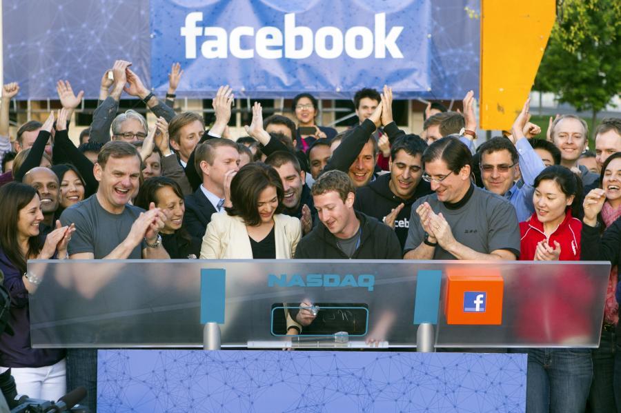 Mark Zuckerberg i ekipa Facebooka w Kalifornii, podczas otwarcia giełdy Nasdaq