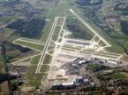 7. Lotnisko Kloten w Zurychu – posiadające 3 pasy startowe jest największym portem lotniczym w Szwajcarii.