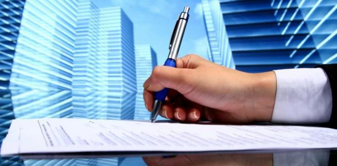 Jeśli pracownik został dopuszczony do pracy w oddziale znajdującym się poza siedzibą firmy, należy przyjąć, że w sposób dorozumiany strony ustaliły to miejsce jako warunek umowy o pracę
