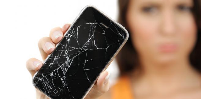 Umowa gwarancyjna na nowoczesne smartfony zazwyczaj nie przekracza 12 miesięcy, choć niektórzy operatorzy rozszerzają ją do 2 lat.