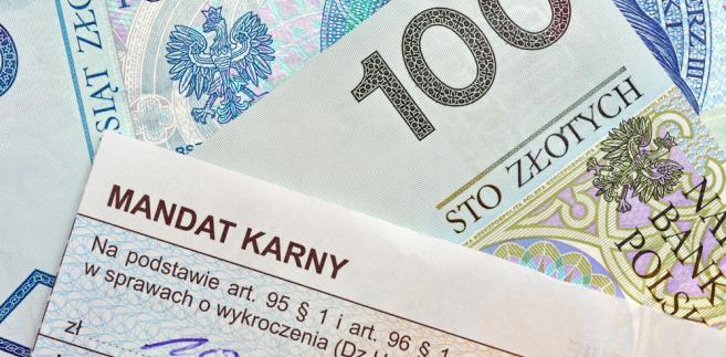 Oprócz możliwości płacenia kartą i telefonem, dotychczasowe sposoby, jak regulowanie kary przelewem lub wpłatą gotówkową na poczcie, będą wciąż dostępne
