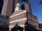 7. Budynek Faneuil Hall w Bostonie. To miejsce przyciąga 18 mln turystów.